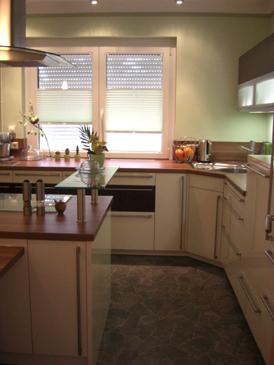 Plissees geklebt in einer Küche